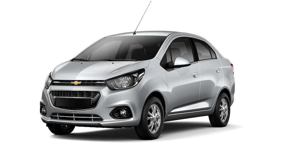 Chevrolet Beat Notchback 2020, sedán en color plata brillante
